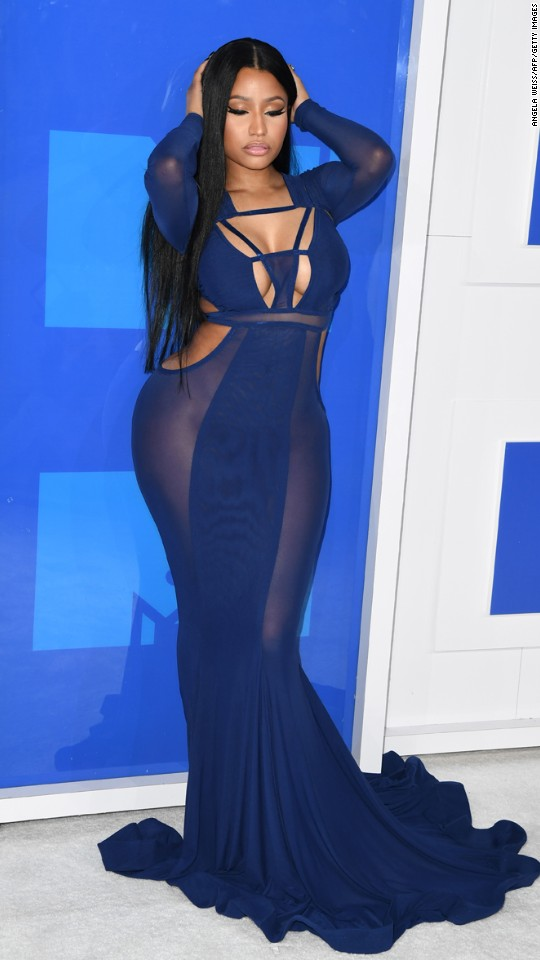 160828205136-32vma-red-carpet-0828-super-916