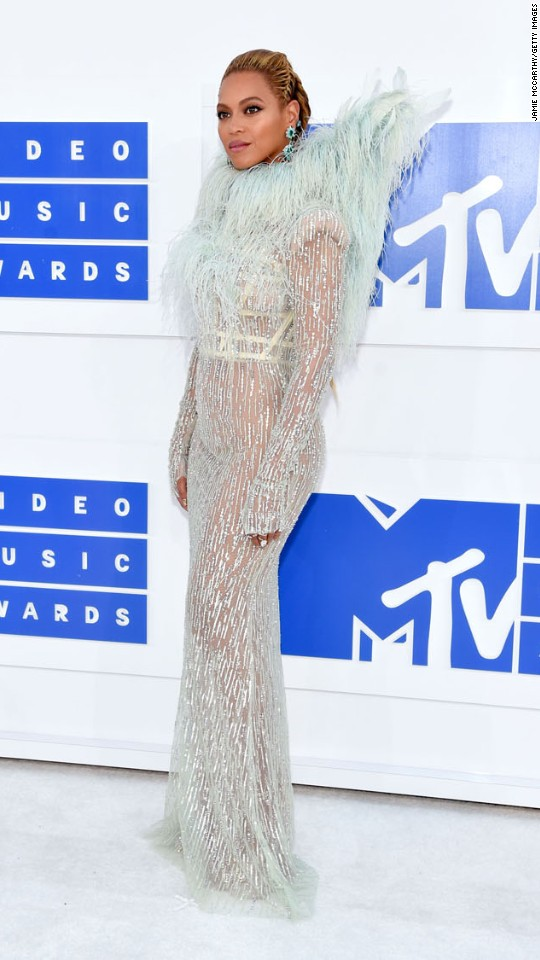 160828192131-01vma-red-carpet-0828-super-916