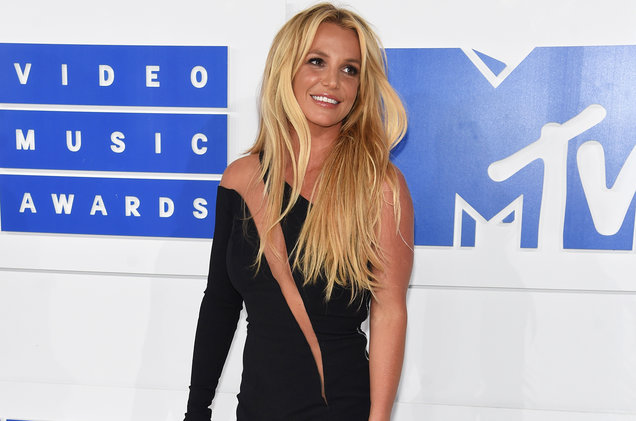 britney-spears-mtv-vmas-red-carpet-2016-billboard-1548