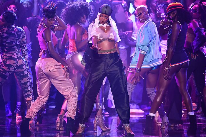 rihanna-2016-mtv-video-music-awards-showb
