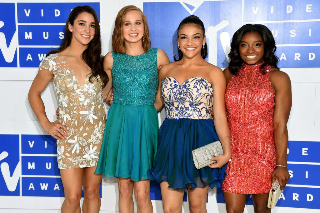 Simone-Biles-Aly-Raisman-2016-MTV-Video-Music-Awards