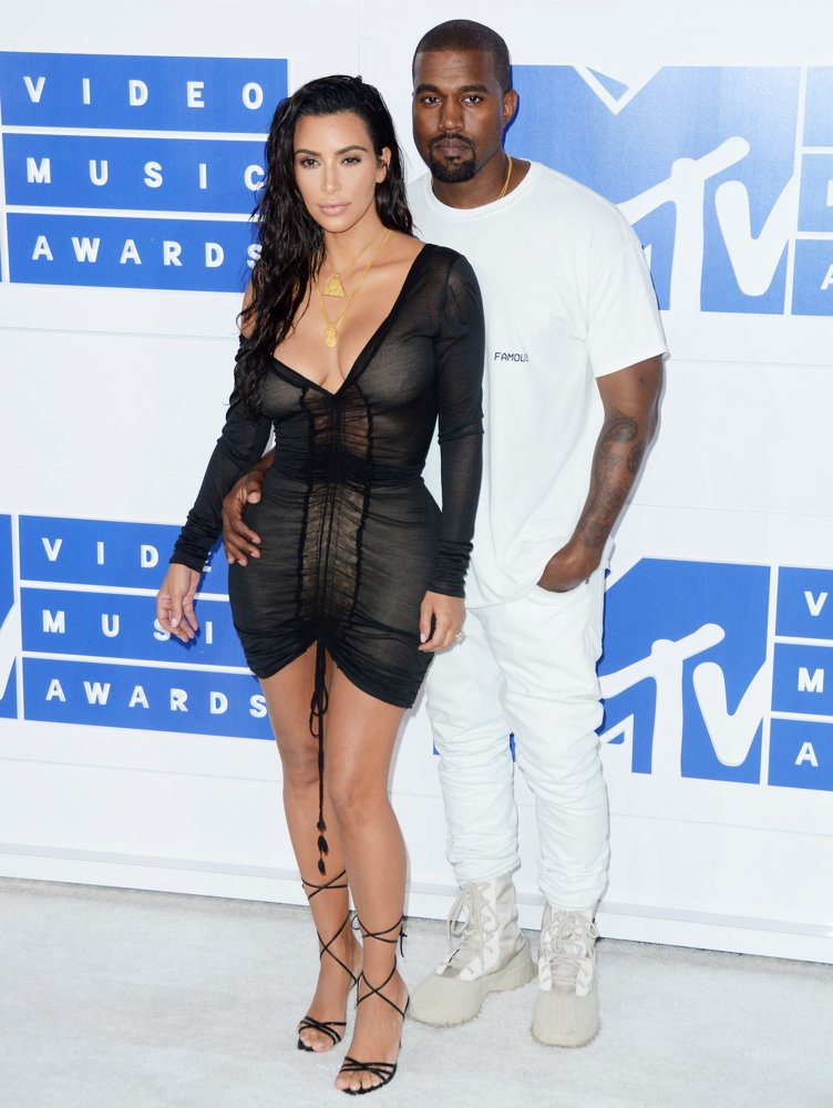 kardashian-west-2016-mtv-vmas-02