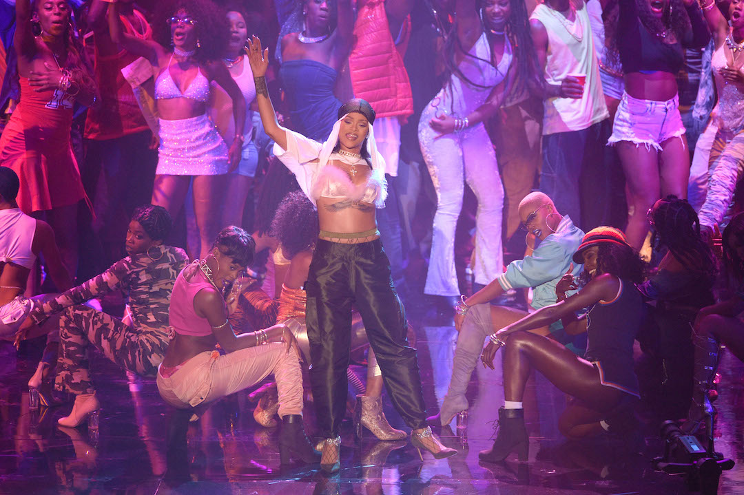 rihanna-dancehall-performance-mtv-vmas-2016