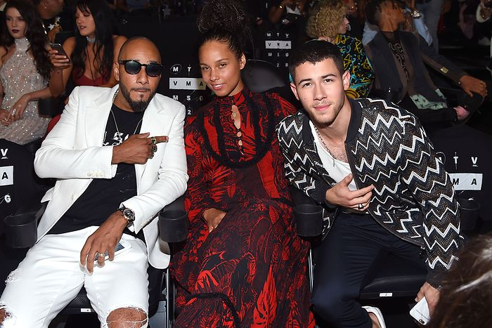 swizz-beat-alicia-keys-and-nick-jonas-2016-mtv-video-music-awards-show