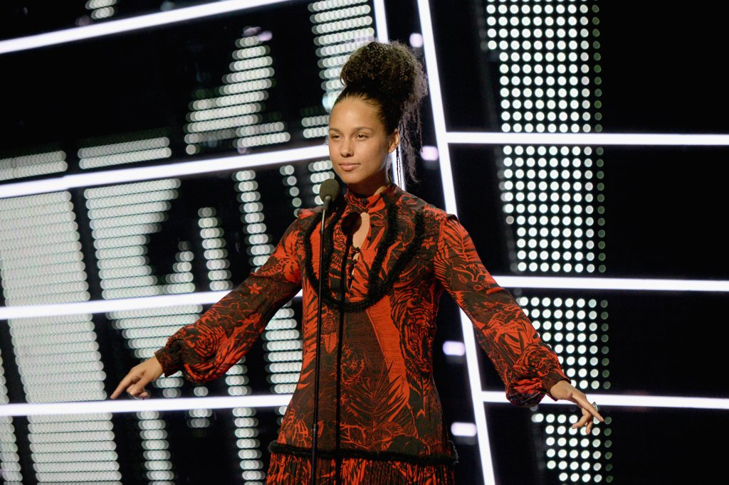 Alicia-Keys-Alessia-Cara-2016-MTV-Video-Music-Awards