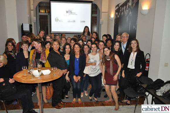 Happy Hour: How women network?