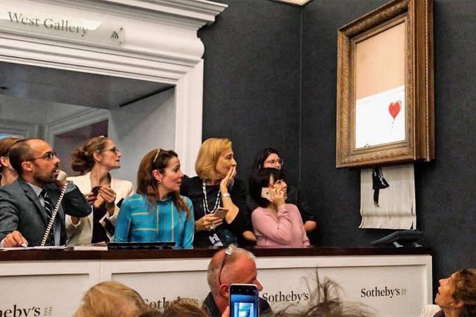 A obra 'Girl With Balloon', de Banksy, é triturada após