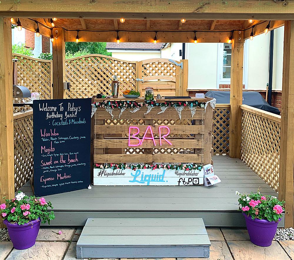 Photograph of Liquid Mobile Bar Pallet Bar