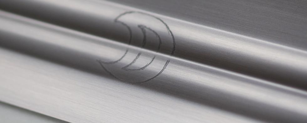 Détails d'une gravure sur une lame