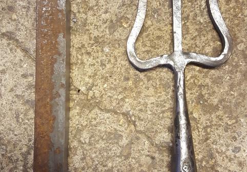 De la barre brute au trident de rétiaire (gladiateur)