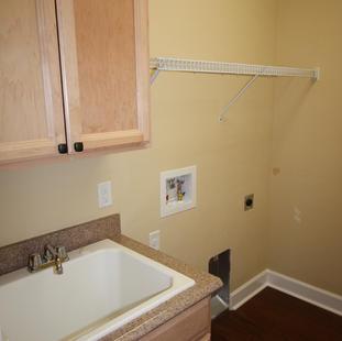 9250 (16) Laundry Room.JPG