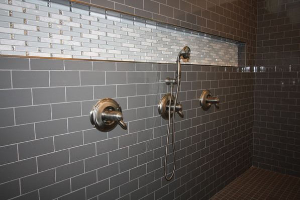 9295 (14) Master Bathroom.JPG