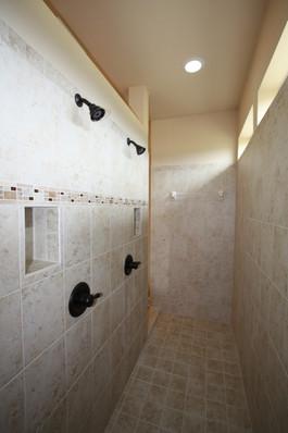 9250 (00) Master Bathroom Shower.JPG