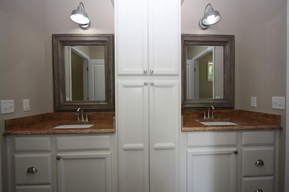 9247 (24) Bathroom 2.JPG