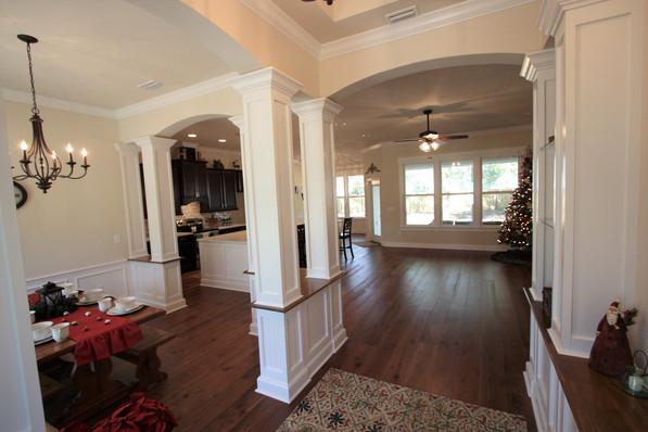 9256 (05) Foyer to Living Room.JPG
