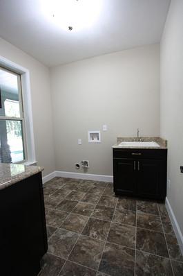 9259 (09) Laundry Room.JPG