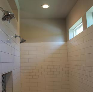 9287 (18) Master Bathroom.JPG