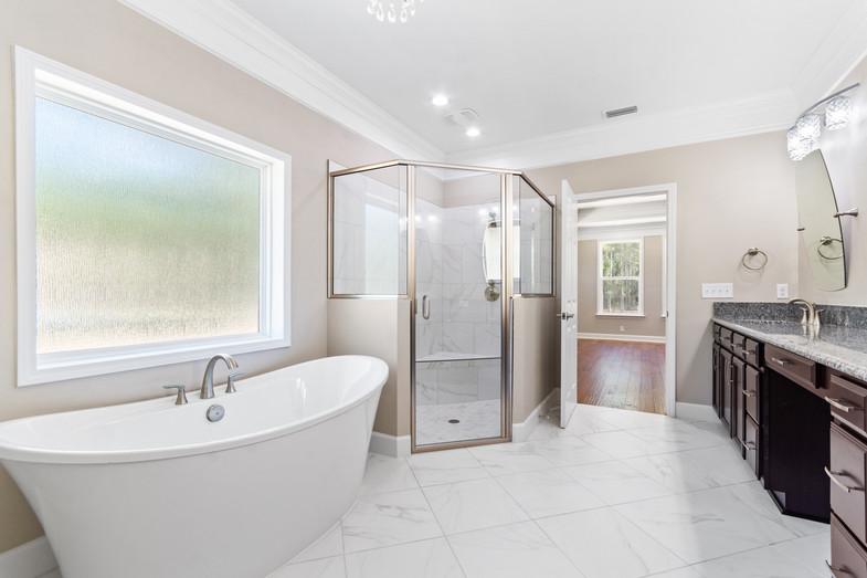9320 (00) Master Bathroom.JPG