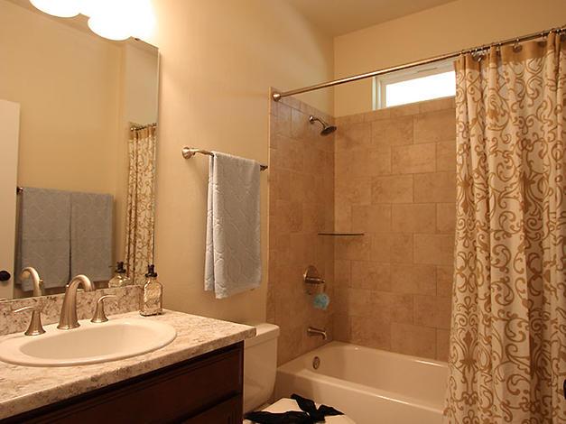 9256 Bathroom