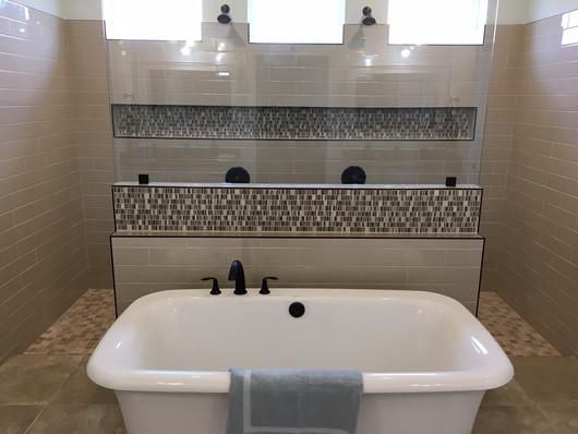 9292 (16) Master Bathroom.JPG
