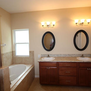 9254 Lascaster II (10) Master Bathroom.j