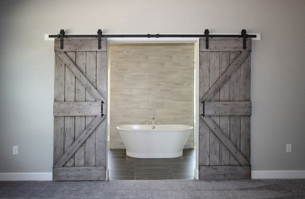 9310 (00) Master Bathroom Doors.JPG