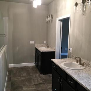 9290 (10) Master Bathroom.JPG