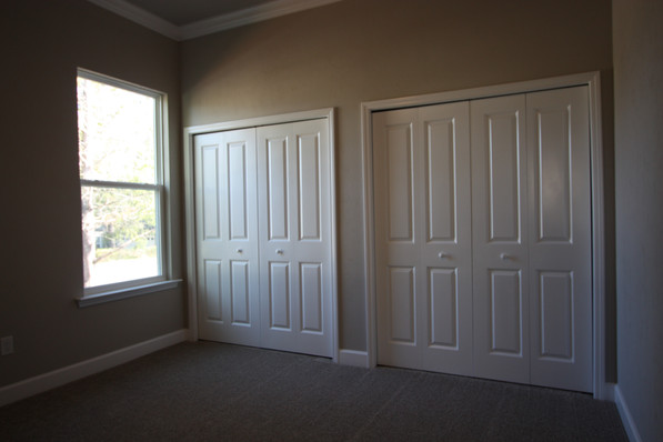 9261 (11) Bedroom.JPG