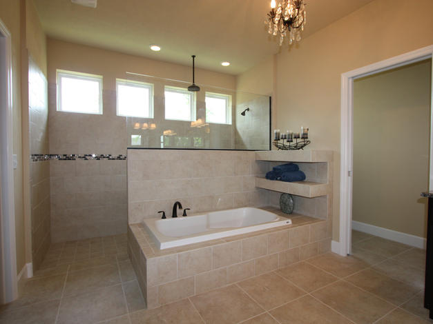 9252 Master Bathroom