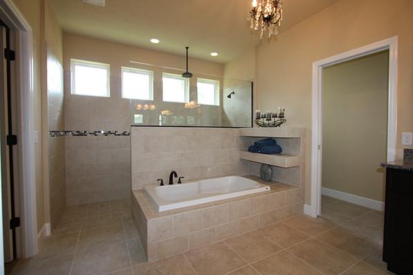 9252 Master Bathroom