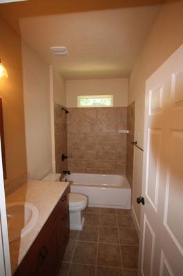 9249 Memphis (19) Bathroom 2.JPG