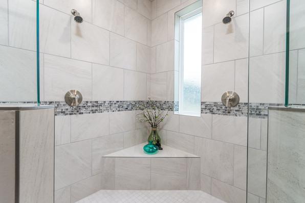 9318 (18) Master Bathroom.JPG