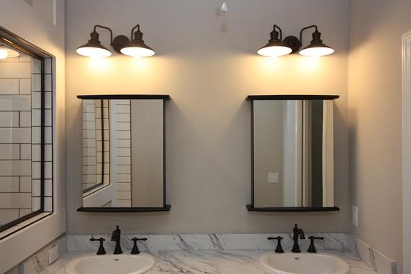 9293 (23) Master Bathroom.JPG
