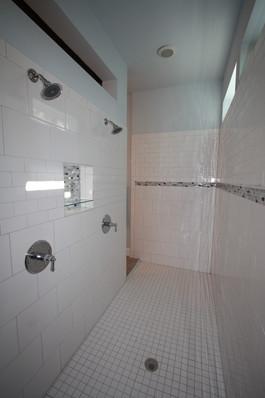 9256 (15) Master Shower.JPG