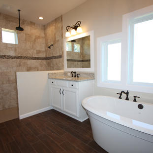 9267 (18) Master Bathroom.JPG