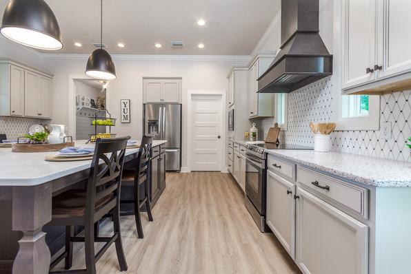 9315 (10) Kitchen (Right).JPG