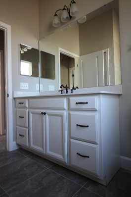 9261 (12) Bathroom.JPG