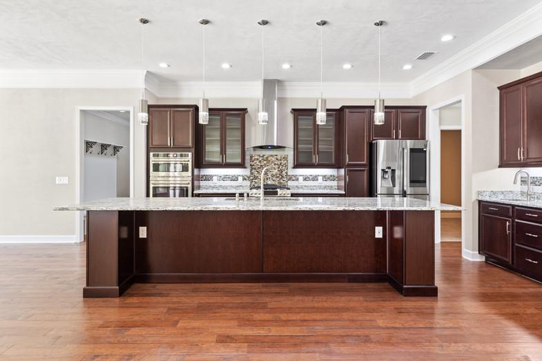 9320 (11) Kitchen.JPG
