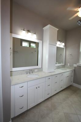 9273 (19) Master Bathroom.JPG