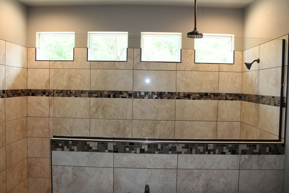 9284 (13) Master Bathroom.JPG