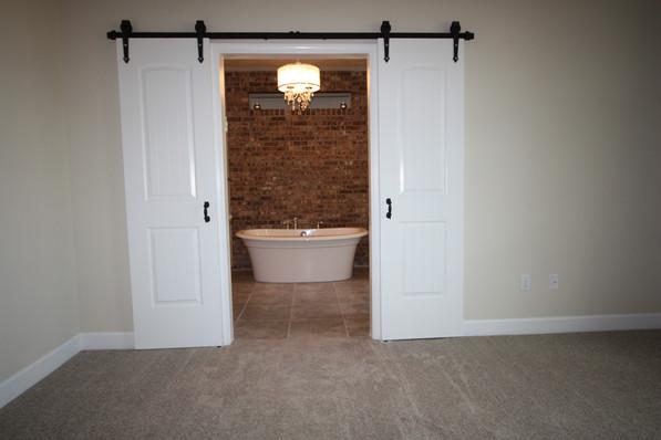 9256 (12) Master Bathroom Doors.JPG