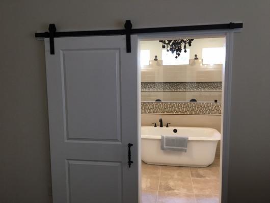 9292 (12) Master Bathroom Doors.JPG
