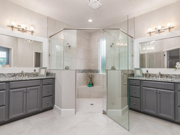 9318 Master Bathroom