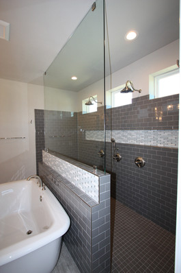 9295 (12) Master Bathroom.JPG