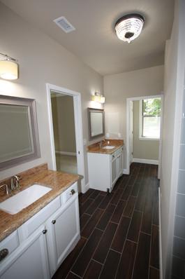9247 (14) Master Bathroom.JPG