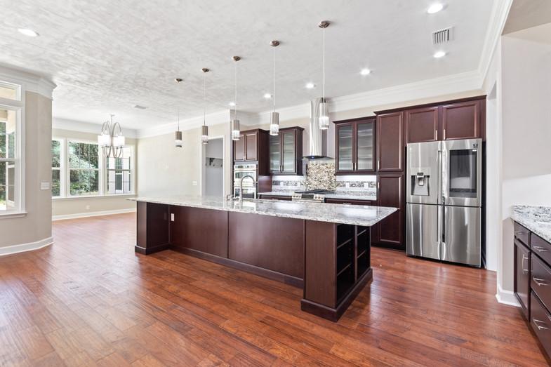 9320 (13) Kitchen.JPG