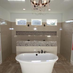 9263 (13) Master Bathroom Tub and Shower