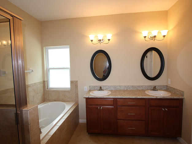 9254 Master Bathroom