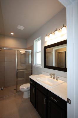 9274 (11) Bathroom.JPG