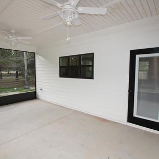 9293 (28) Porch.JPG